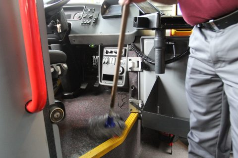 Dweilen, HSU Facility, schoonmaak, bus