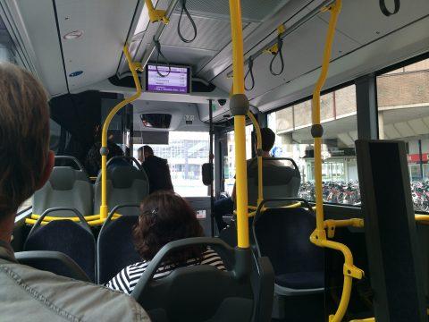 Reizigers, passagiers, bus
