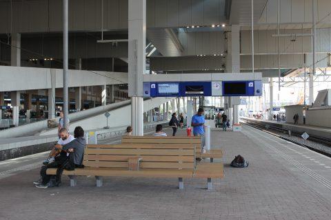 Breda Centraal Station, perron, reizigers
