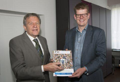 W. Dijkstra, voorzitter Stadsregio Arnhem Nijmegen, Sjors van Duren, ambtenaar Stadsregio Arnhem Nijmegen