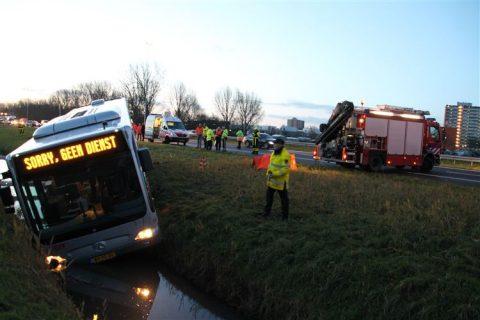 Bus, te water, ongeluk, buschauffeur overlijdt