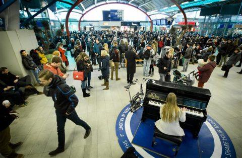 Gestrande reizigers, station Utrecht Centraal