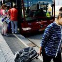Extra bus, bushalte, Schiphol, reizigers