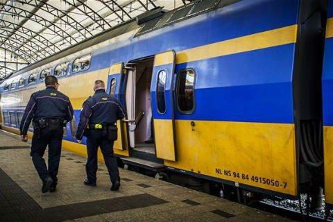 Service en veiligheid medewerkers, NS beveiligers, station
