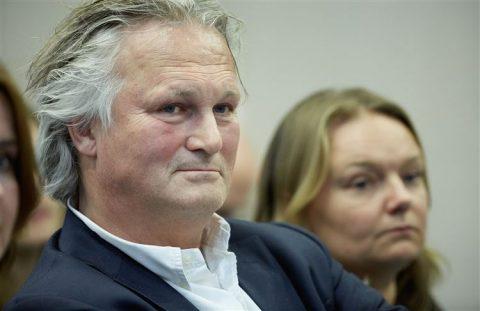 ProRail-topman Pier Eringa tijdens een AO Spoor in de Tweede Kamer