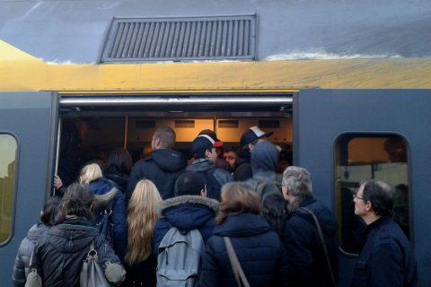 Volle NS-trein, drukte, reizigers