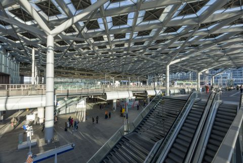 Den Haag Centraal, trap, tram, foto: ProRail/Rob van Esch