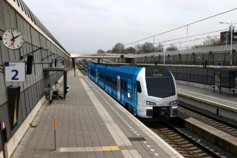 FLIRT-trein Stadler station Zwolle