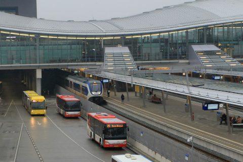 Bussen en treinen op Utrecht CS