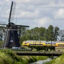 NS-trein bij molen (foto: NS)