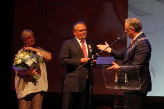 Directeur Pedro Peters van de RET krijg bij zijn afscheid een Koninklijke onderscheiding