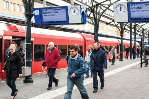 Reizgers op station Groningen (foto: Arriva)
