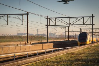 Schiphol, NS-trein, vliegtuig