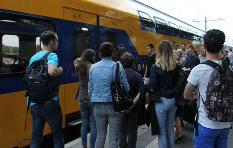 Reizigers, drukte, treinstation Tilburg