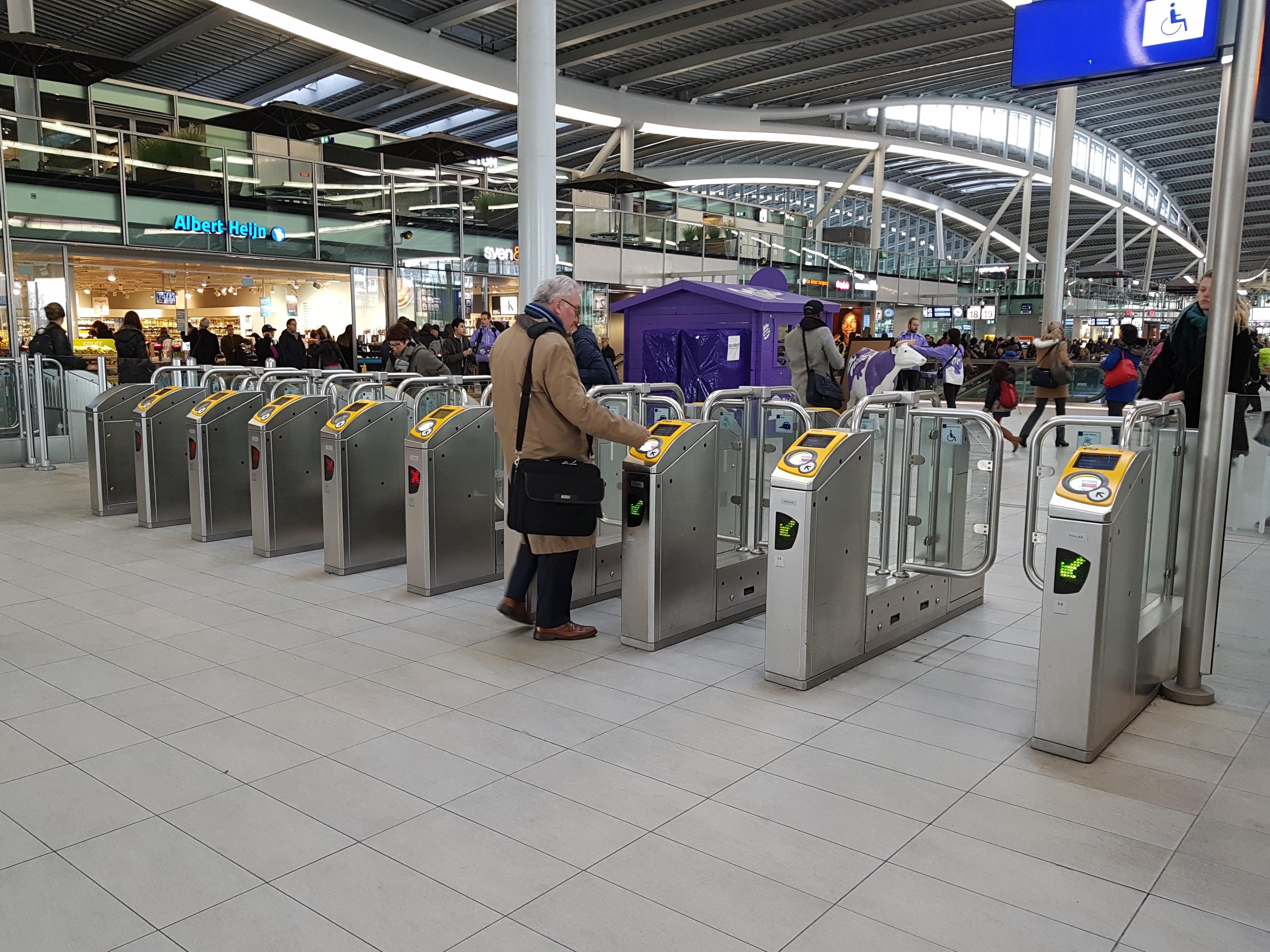 Incheck-poorten op Utrecht CS