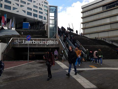 Trappen bij Jaarbeursplein op Utrecht Centraal