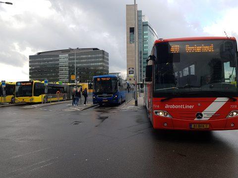Bussen op Jaarbeursplein in Utrecht