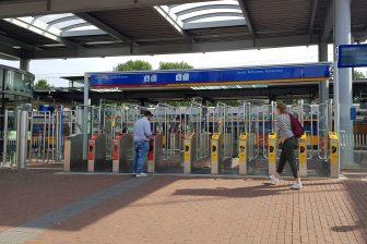 Incheckpalen op station Dordrecht, Arriva en NS