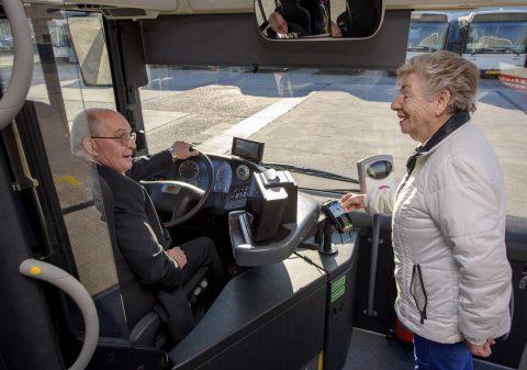 Contactloos betalen in de HTM-stadbus
