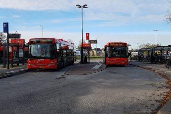 Bussen van EBS in concessie Waterland op bushalte