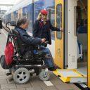 Assistentieverlening op het station voor rolstoelgebruiker (foto: NS)