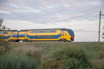 VIRM-dubbeldekker NS op spoor (foto: NS)