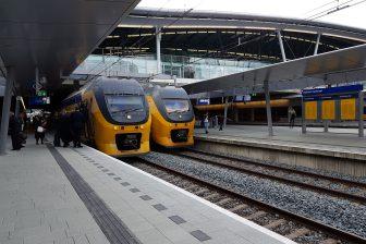 Twee NS-treinen halteren op Utrecht CS