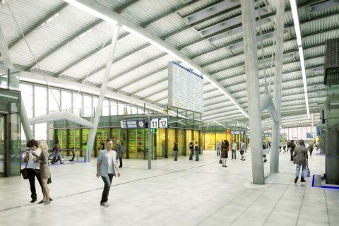 Digitaal reisinformatiescherm op Utrecht CS
