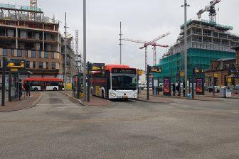 Bus van EBS op station Delft