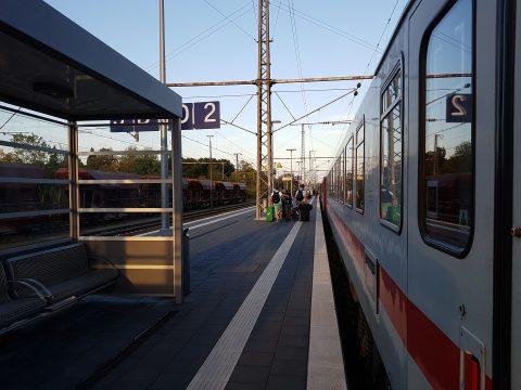 Reizigers in internationale trein op Bad Bentheim