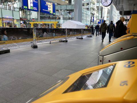 OV-chippoorten op Den Haag CS (foto NS)