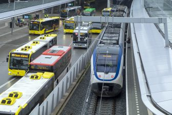 Trein en bussen op Utrecht Centraal (bron: ANP)