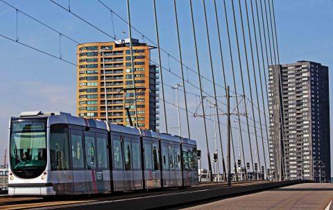 Tram over Erasmusbrug (bron: RET - Robin Utrecht)