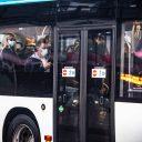 Drukte in bus in Nijmegen (foto: Bert Beelen/ANP)