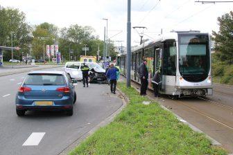 Aanrijding tram en taxi in Schiedam (bron: GinoPress)