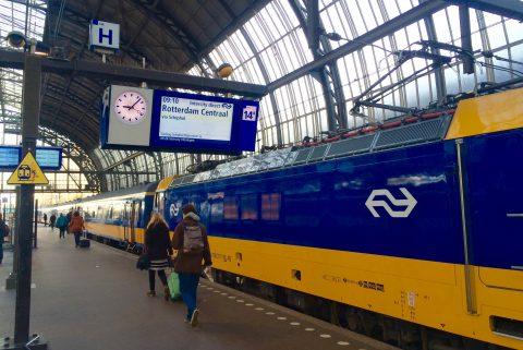 Intercity Direct op Amsterdam CS (foto: NS)
