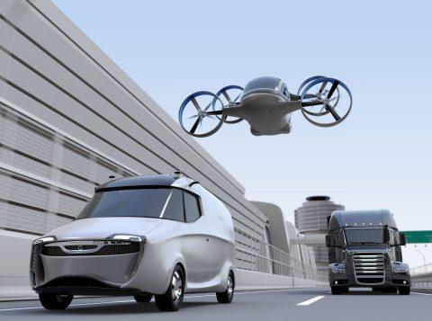 Bestelbus, drone en truck. Foto: AdobeStock.