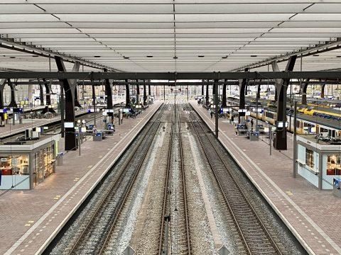 Lege perrons Rotterdam Centraal