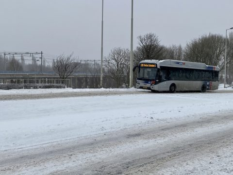 Bus RET in sneeuw
