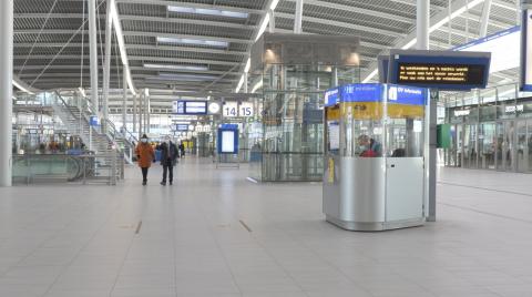 Servicebalie in stationshal Utrecht CS