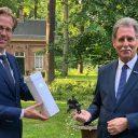 Juul van Hout ontvangt provinciale onderscheiding (foto: provincie Noord-Brabant)